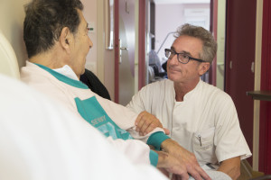 France, Bouches-du-Rhône (13), Marseille,  clinique Madeleine Remuzat, établissement de soins de suite et de réadaptation pour les patients âgés, médecin