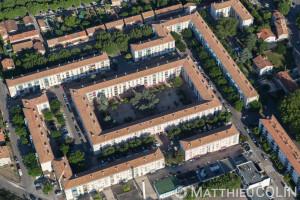 France, Bouches-du-Rhône (13), Tarascon, immeuble , le saut de mouton (vue aérienne)