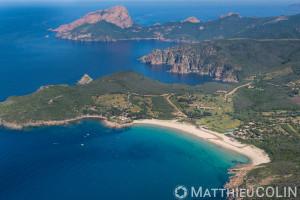 France. Corse du Sud (2A), commune  de Piana,  plage d'Arone, capo Rosso ou  Capu Rossu, site naturel classé au patrimoine mondial de l'Unesco (vue aérienne)