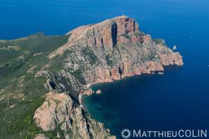 France. Corse du Sud (2A), Gofle de Porto, commune  de Piana, capo Rosso ou  Capu Rossu, site naturel classé au patrimoine mondial de l'Unesco (vue aérienne)