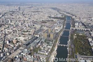 France, Paris (75), 12ème arrondissement et la Seine, Bercy, ministère des Finances, Palais Omnisport de Paris-Bercy (vue aérienne)
