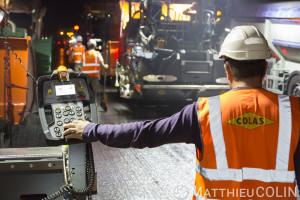 France, Bouches du Rhône (13), Meyreuil, pose de bitume, travaux de rénovation de chaussées sur l'Autoroute A8, Vinci Autoroute,  entre Aix-en-Provence et Nice par Colas Midi Méditerranée