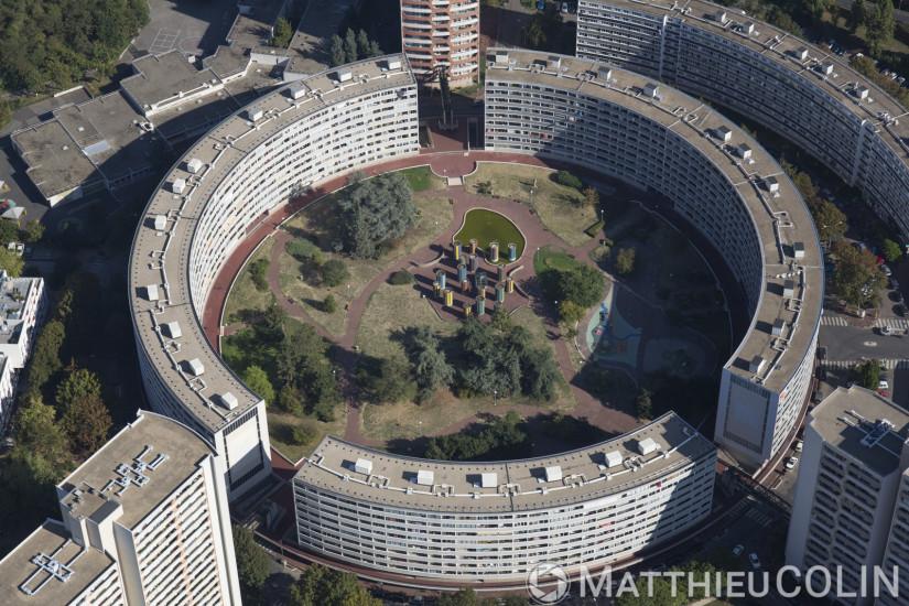 Montaigut, immeuble en cercle ou rond (vue aérienne)