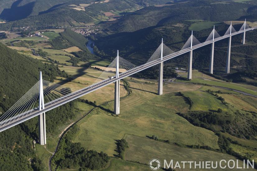 Viaduc de Millau, vue aérienne en ulm