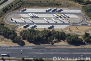 France, Gard (30), Marguerittes, air de service pour poids lours de l'autoroute A9 la Languedocienne (vue aérienne)