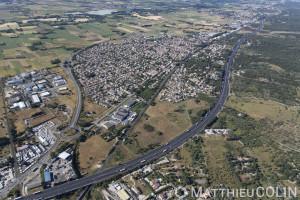 France, Gard (30), Milhaud et autoroute A9 La languedocienne (vue aérienne)