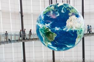 Japon, île de Honshu, région de Kanto, Tokyo, quartier de Odaiba, Miraikan, musée national des sciences émergentes et de l'innovation, globe géant//Japan, Honshu Island, Kanto region, Tokyo, Odaiba district, Miraikan, national museum of emerging sciences and innovation, giant globe